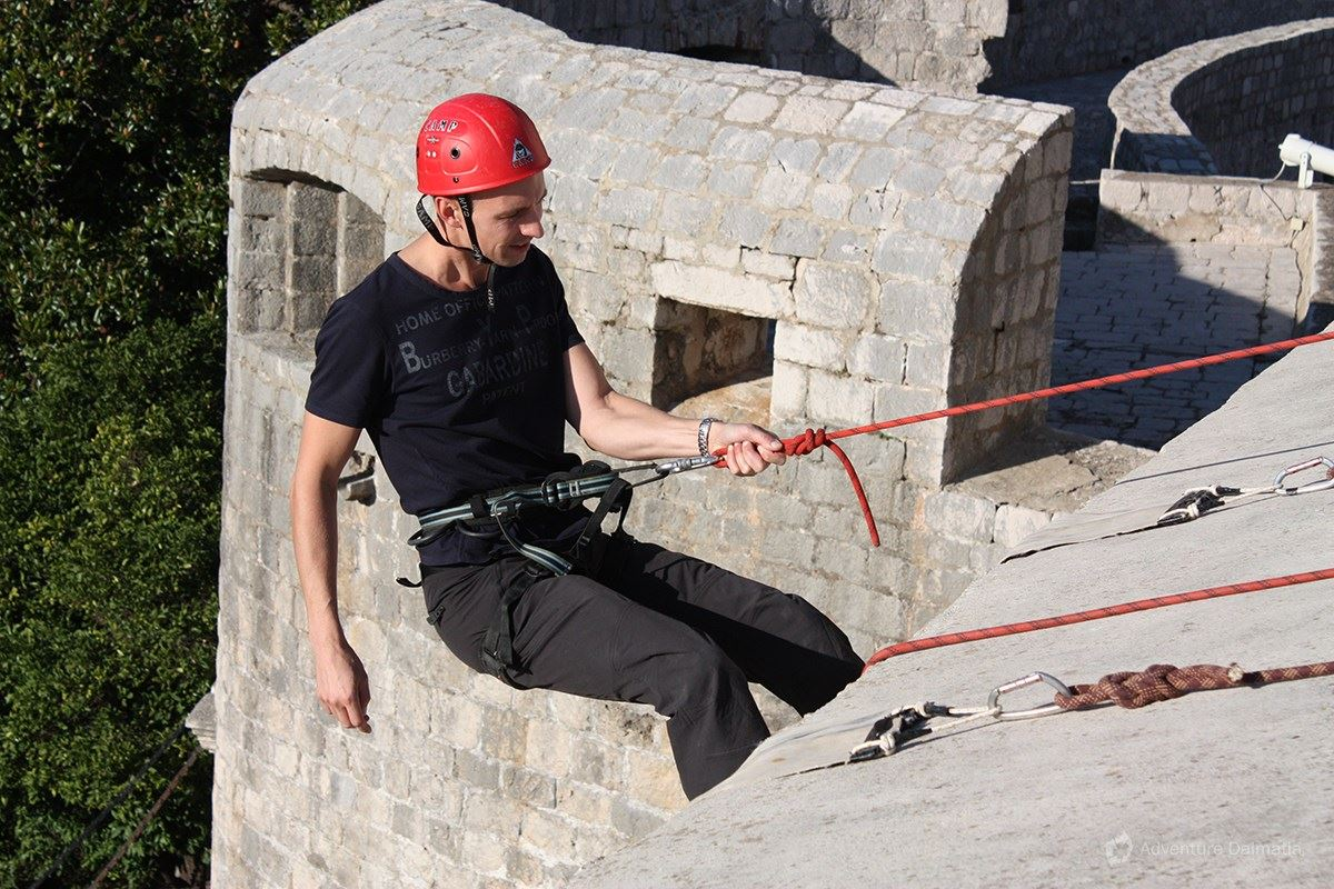 Rope lowering is suitable even for beginners
