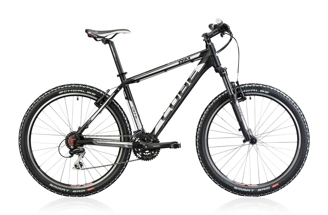 Cube Aim 29ers Frame: Alu Lite 6061 AMF – RFR Geometry, Fork: Suntour XCT Lockout 100mm, Rear derailleur: Shimano Alivio RD-M410 8 speed, Front derailleur:Shimano FD-M310, Top Swing 8 speed, Shifter: Shimano ST-EF51 EZ Fire Plus, Brakes: Shimano BR-M422 V-Brake, Front and rear hub: Shimano HB-RM40 Weight: 13,95kg