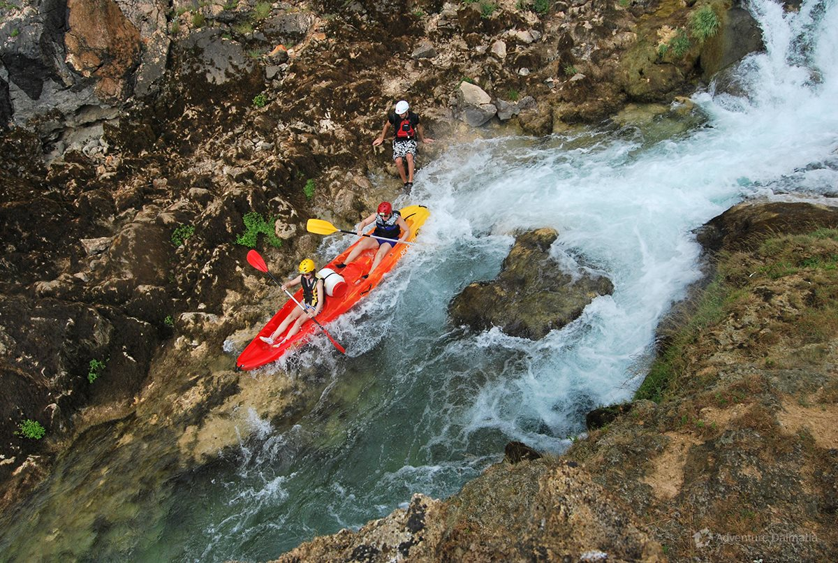 The guide will help you pass through tricky parts of Zrmanja river