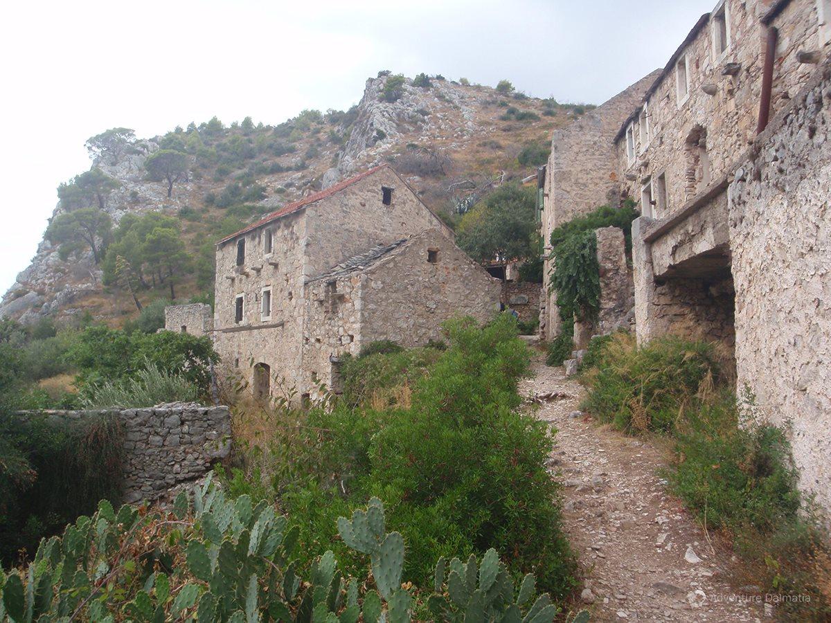 Abbandoned stone houses