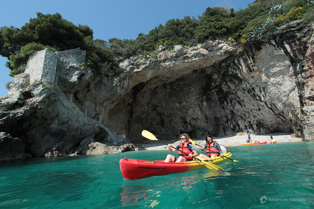 Kayaking break in Betina cave