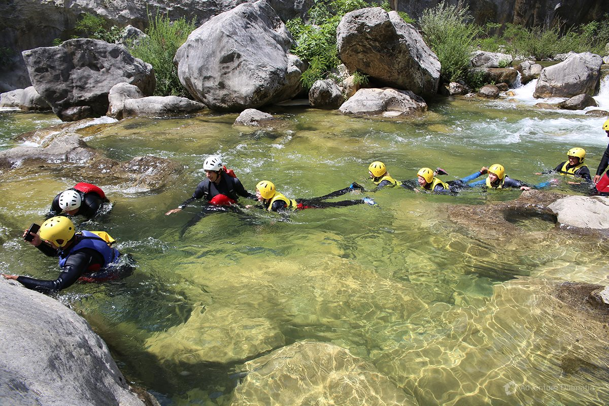 And here we go, first minutes of a 3.30hour Canyoning tour on Cetina river