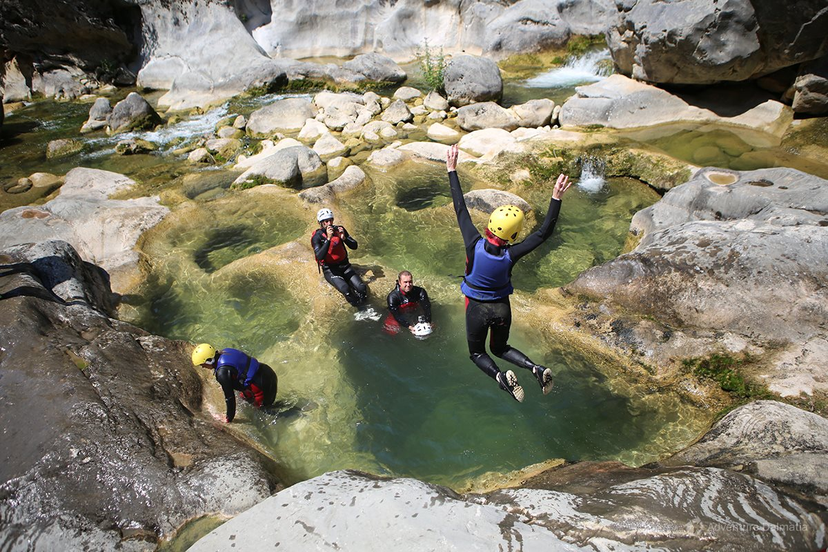 First jumps into jacuzzies on Cetina river