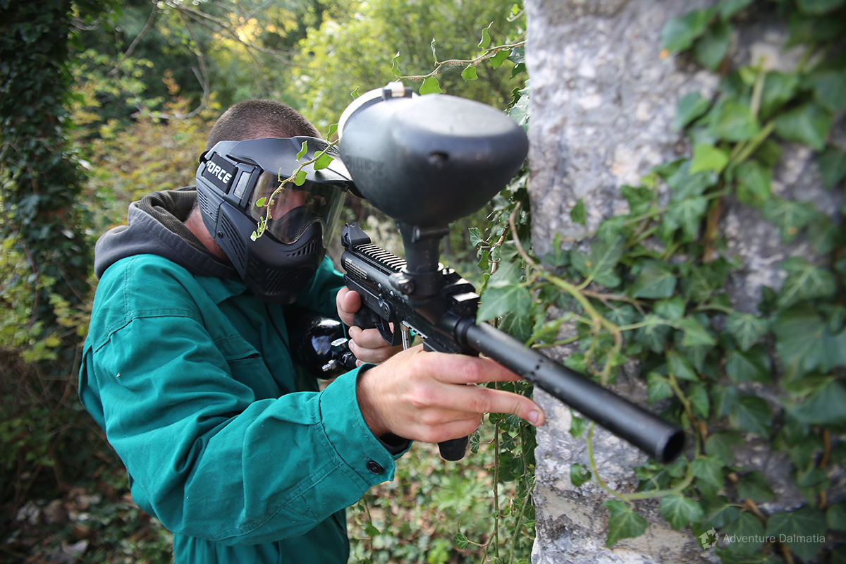Hiding behind the stone house in the village on a paintball activity with Advnture Dalmatia