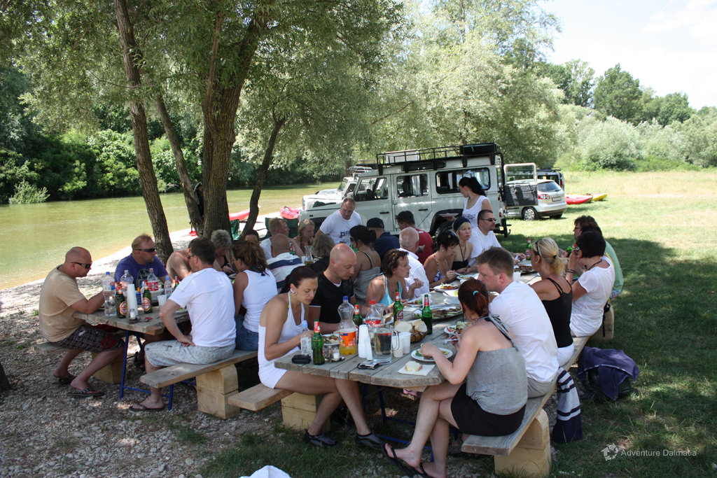 BBQ lunch near Cetina river, Jeep safari tour
