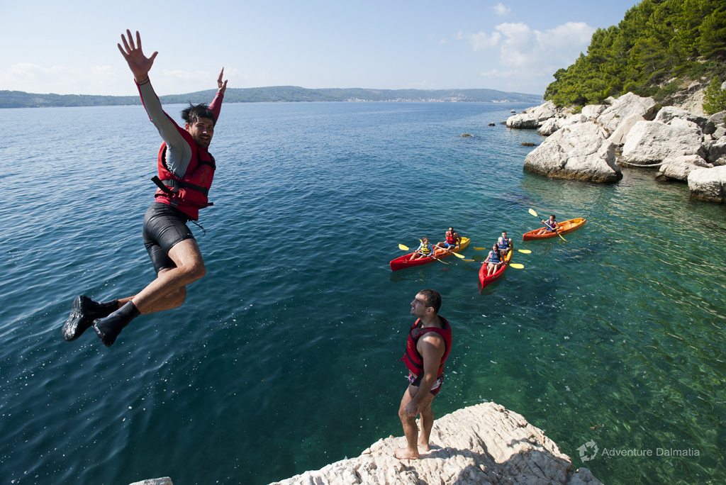Great cliff jump in Split, kayaking tour