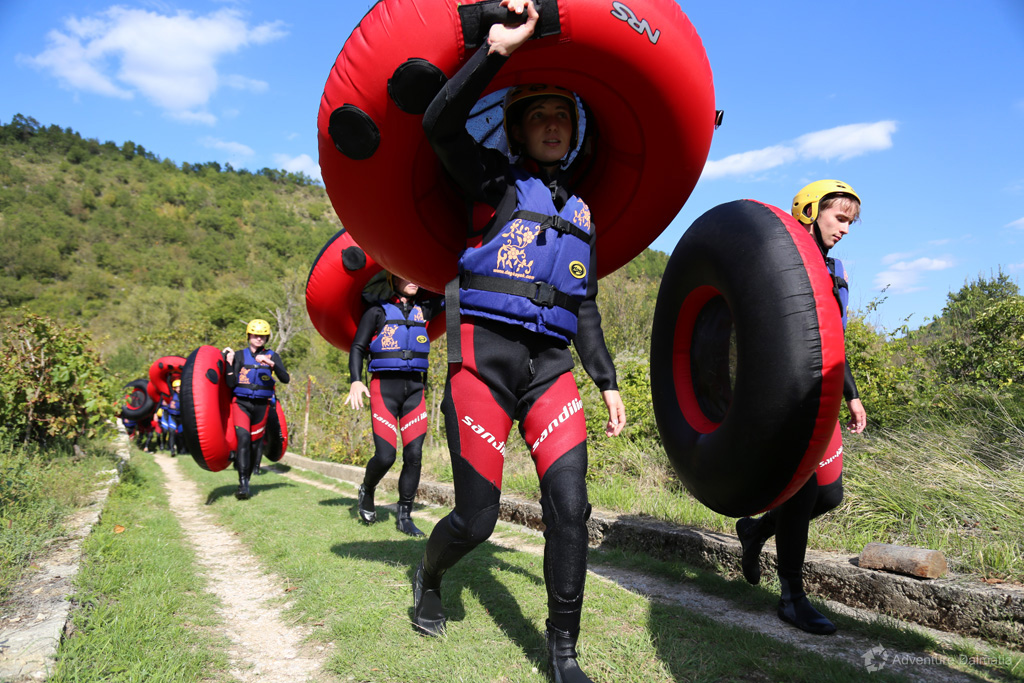 Great tubing route on Cetina river starts with taking the tubes to the river
