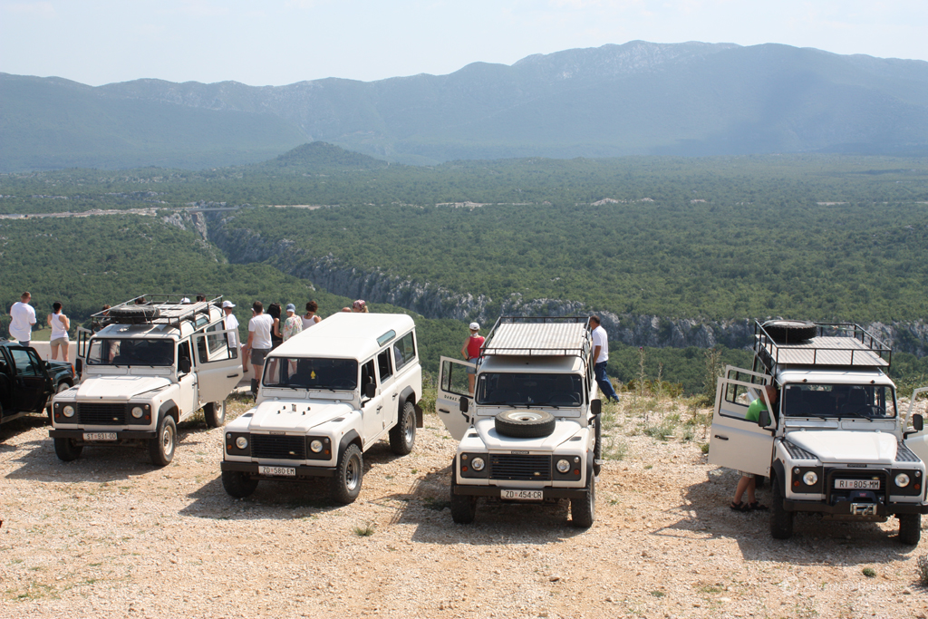 Jeep safari - overlooking the canyon of Cetina river canyon