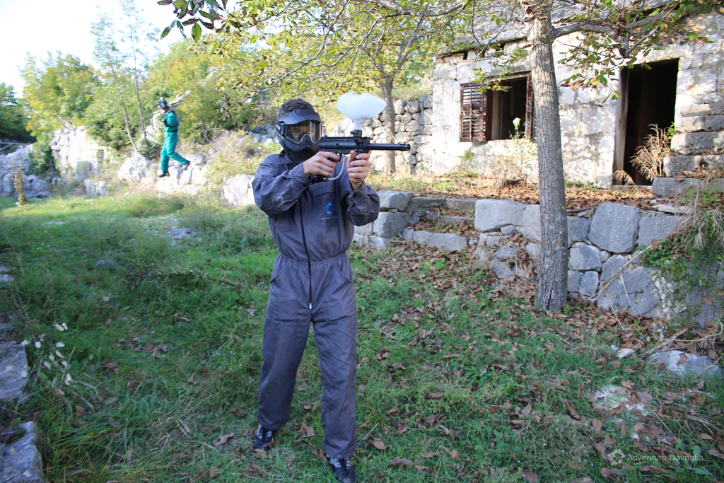Shooting your opponent from the back in Paintball activity