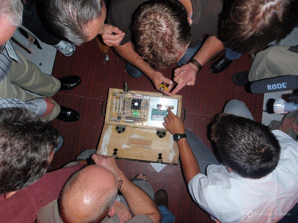Team building games - Deactivation of bomb in James Bond challenge