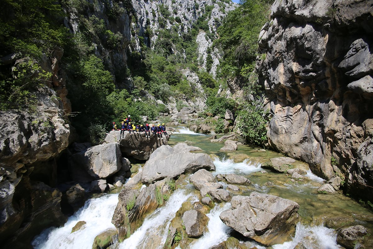 Short break at the half of the canyoning tour on Cetina river