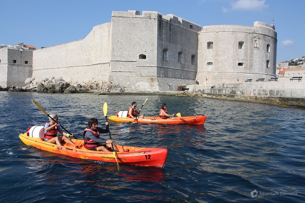 Paddling around city walls - St Ivan fortress