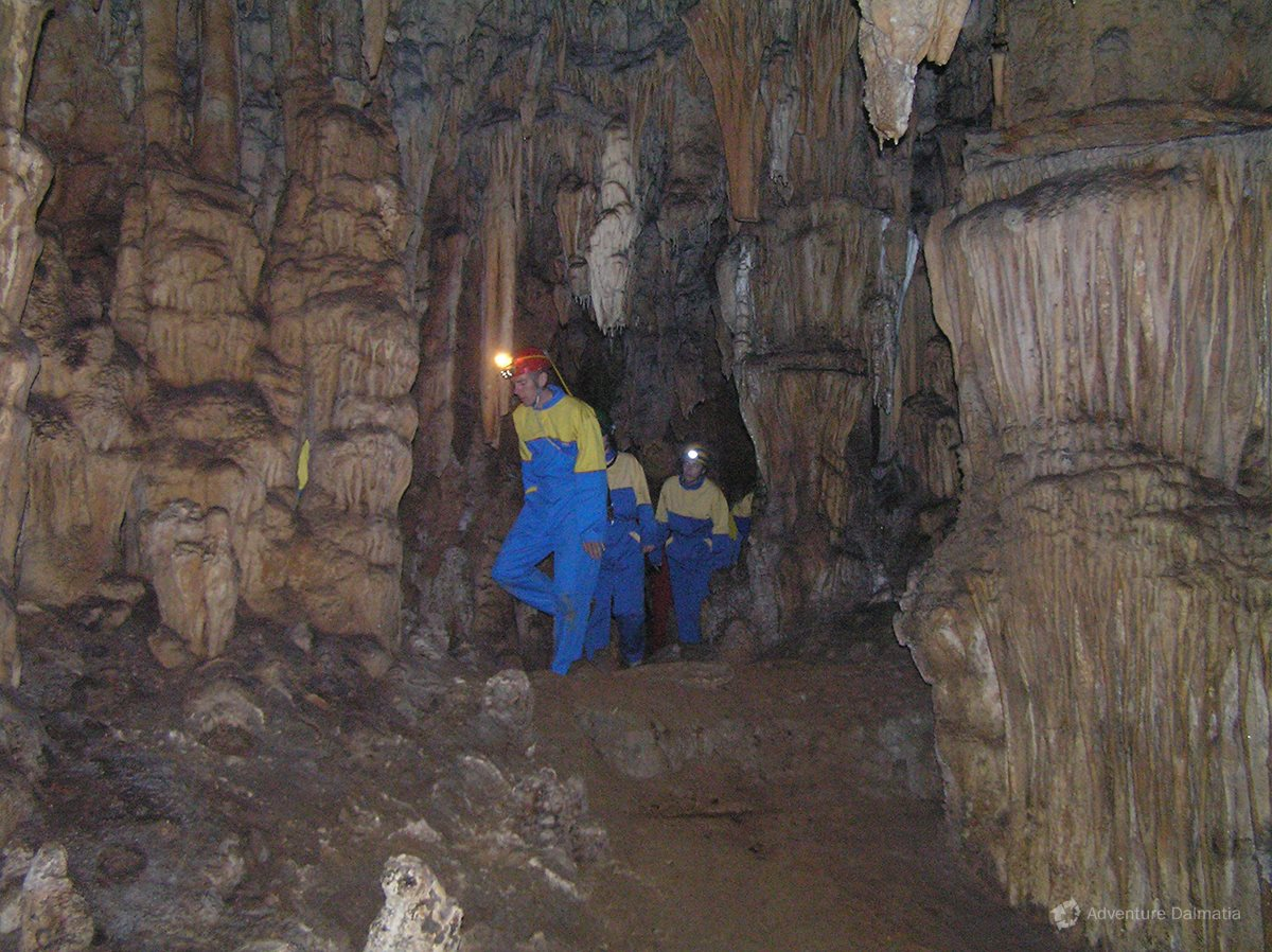 The Modrič cave consists of two tunnels but only one is passable