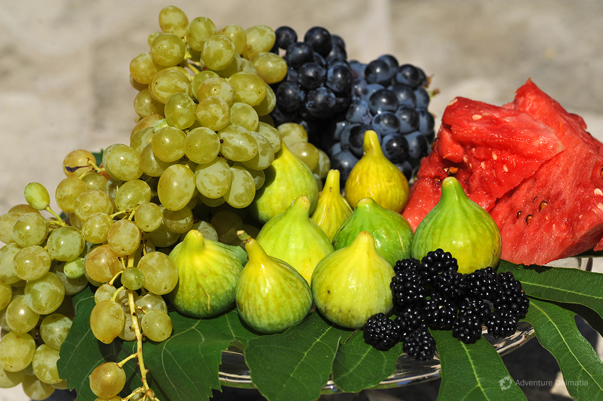 Mediterranean diet includes a variety of fresh fruits