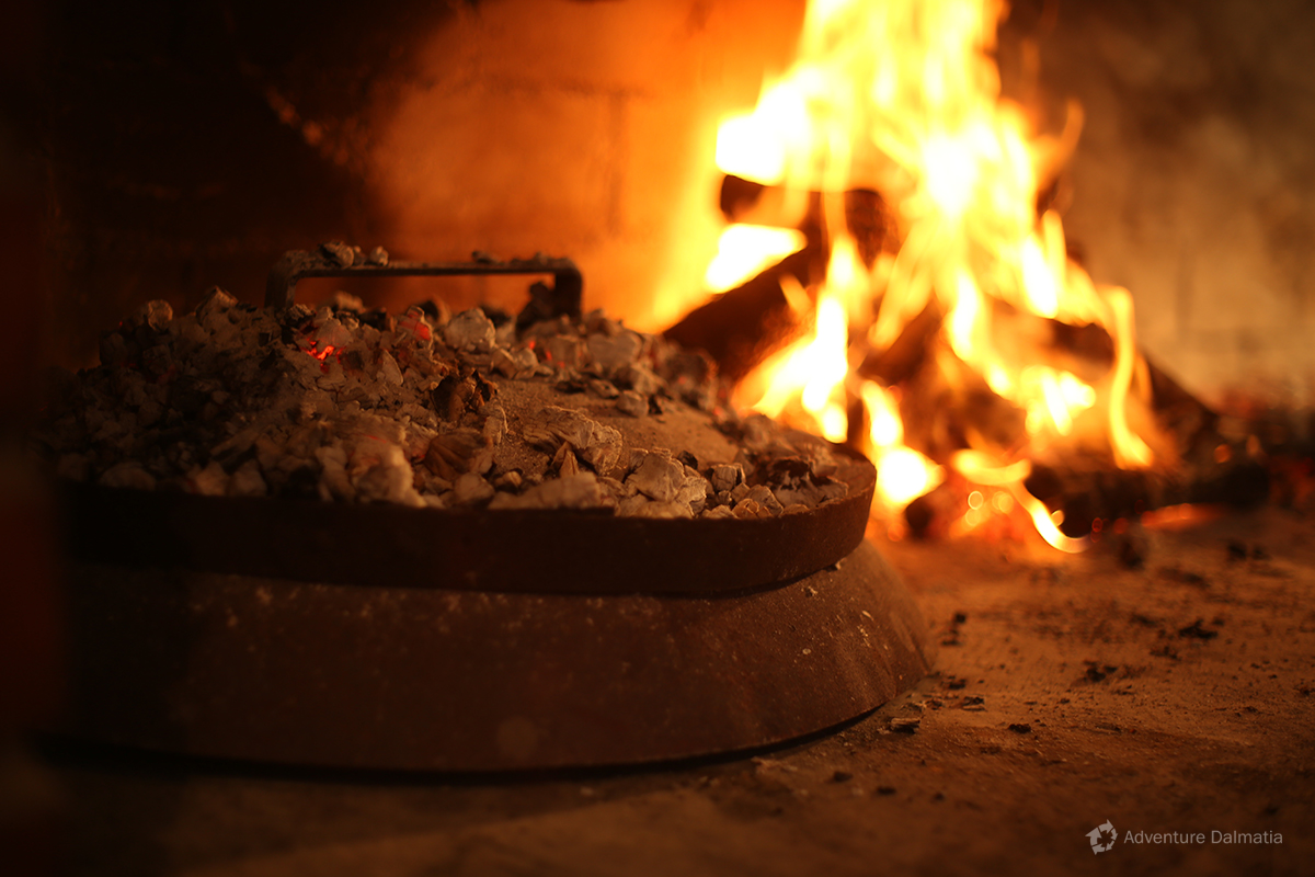 Traditional way of preparing food in Dalmatia – under the baking lid.