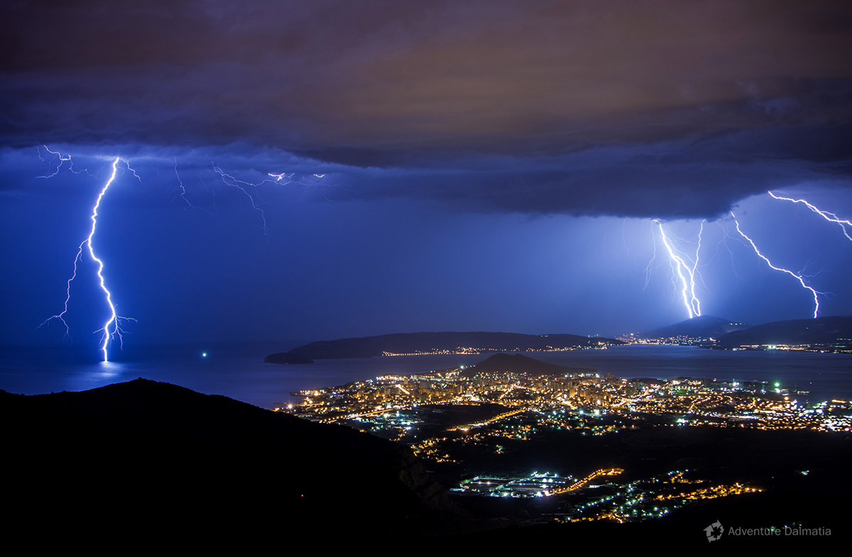 Thunders around the city of Split.