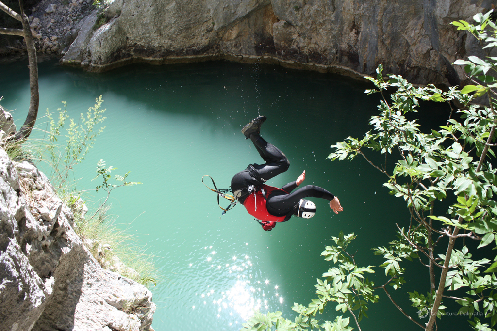 Adrenaline jump into the pool - Badnjevica canyon