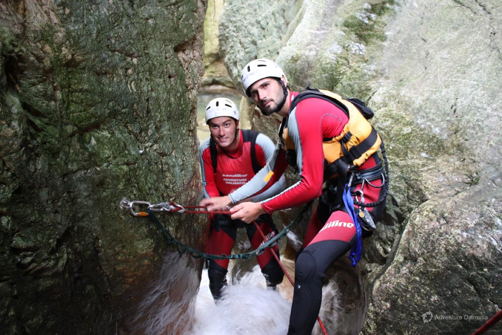 Guides preparing for the lowering in Badnjevica