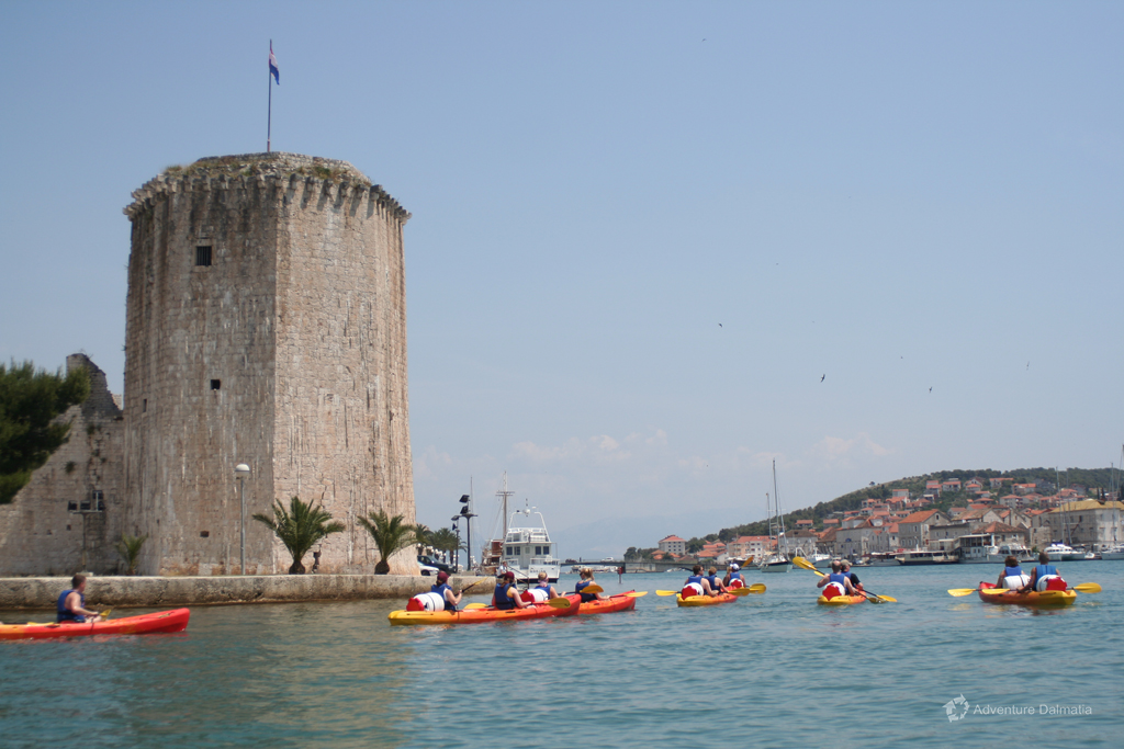 Sea kayaking around Trogir town - Kamerlengo tower